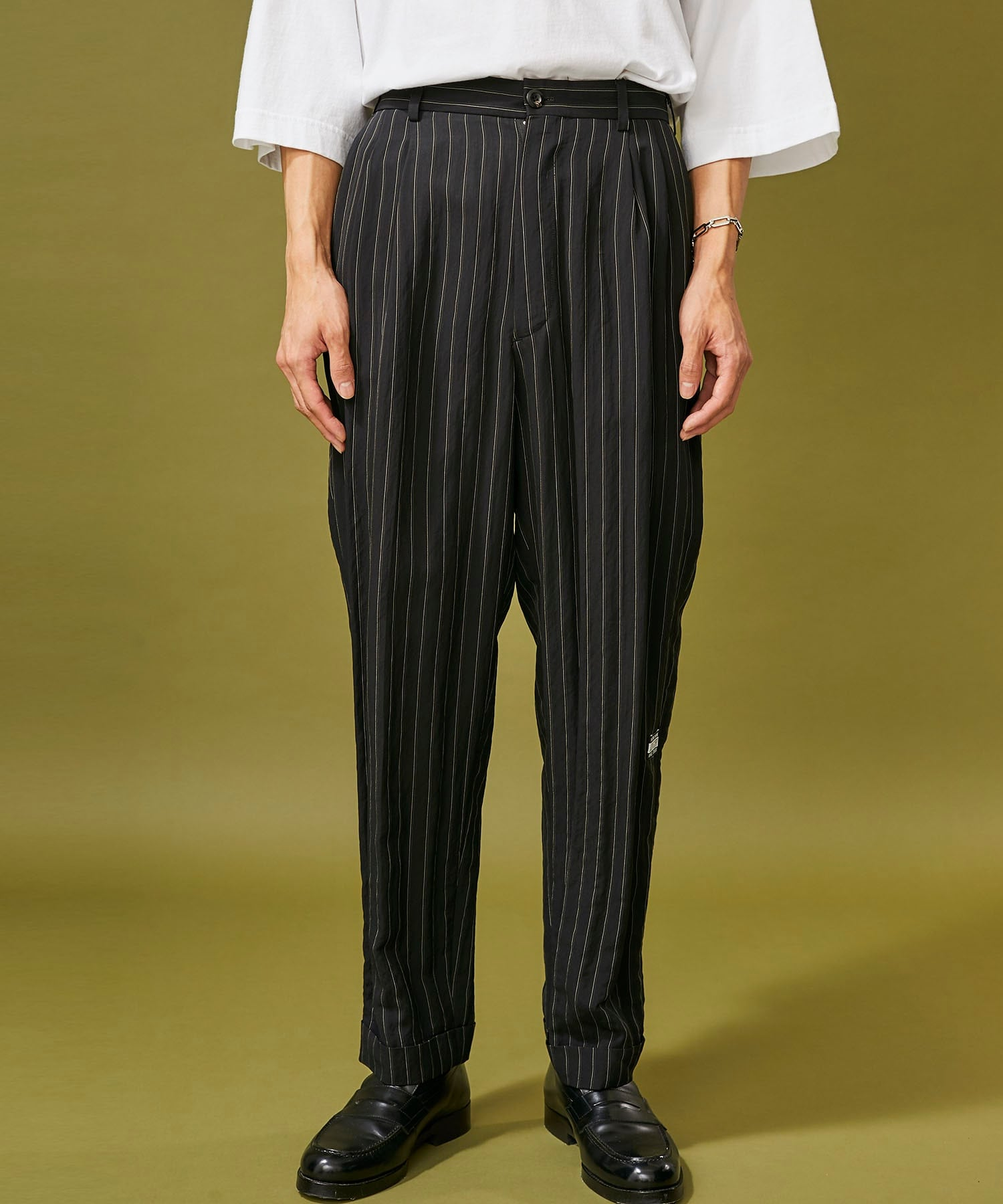RAYON 2TUCK TAPERED PANTS JieDa
