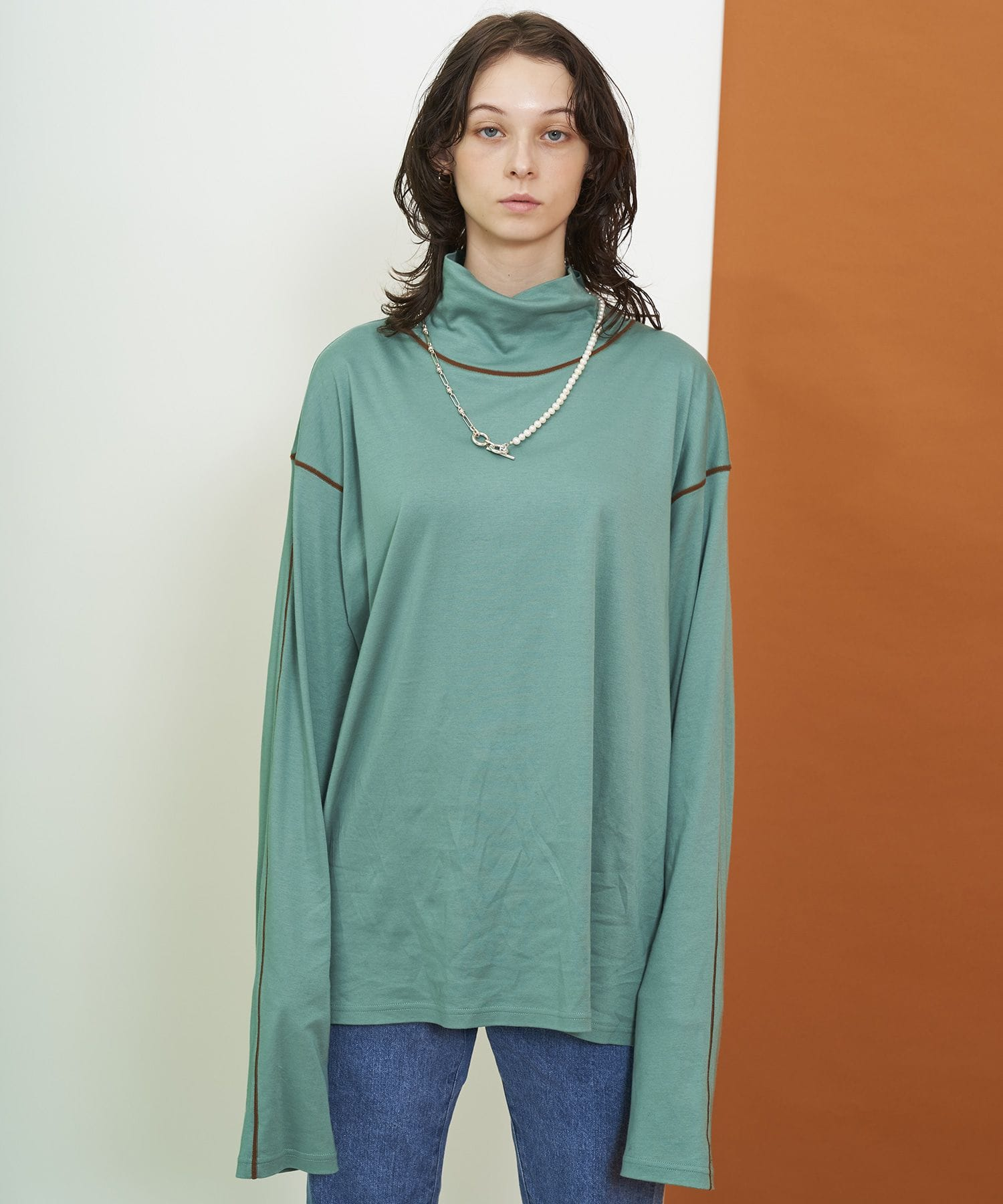 EMBROIDERY TURTLE NECK L/S TEE