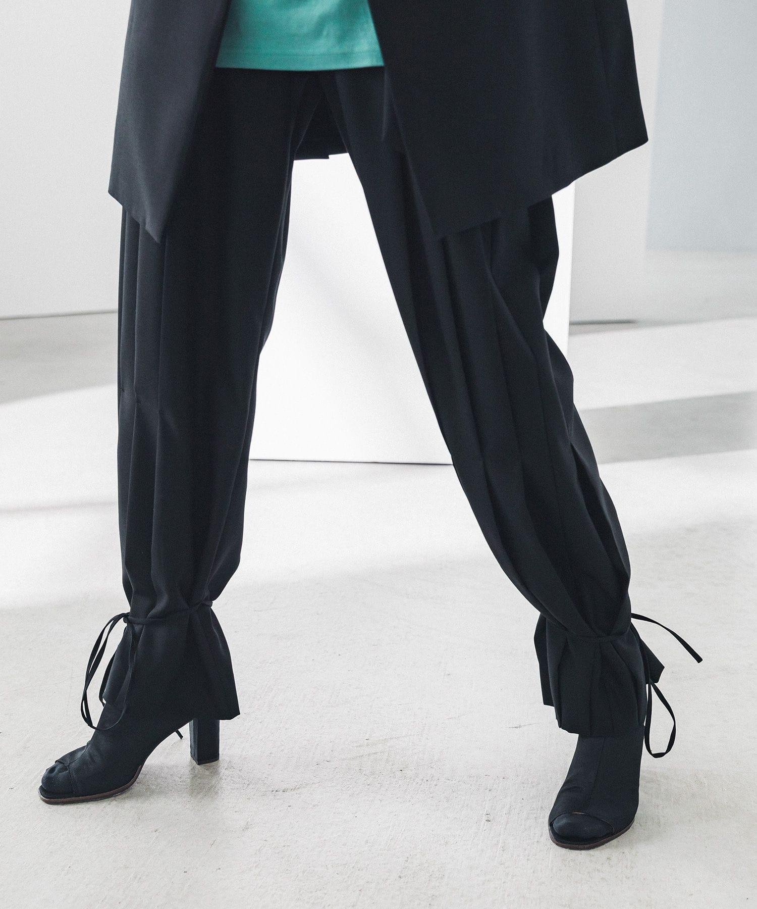 JET BLACK PLEATS BELTED PANTS